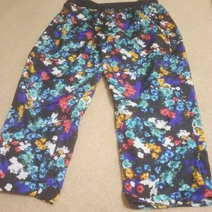Light weight floral pants size xl fits up to 2x